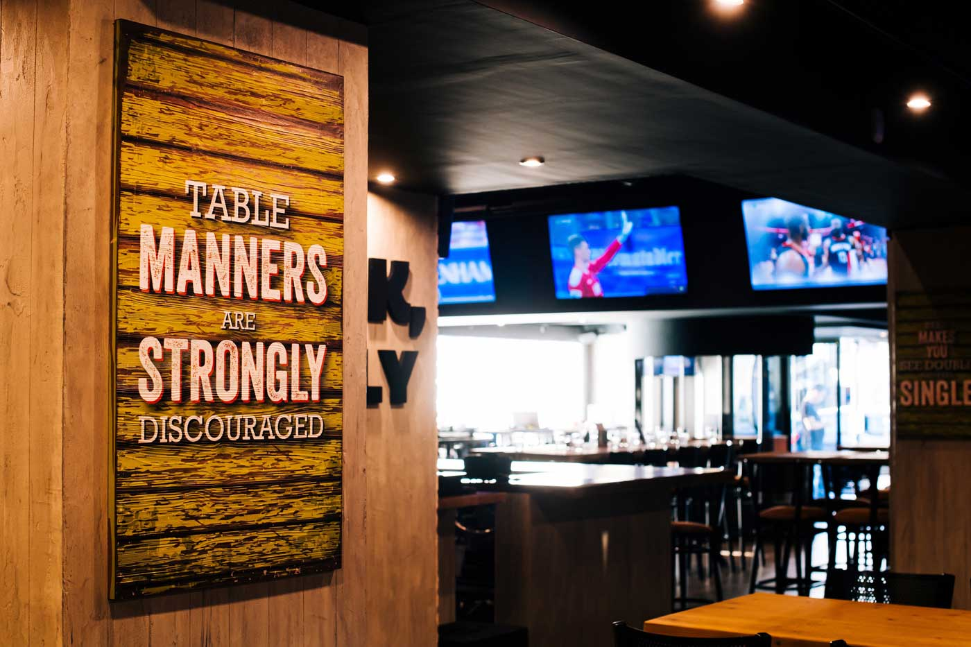 UFFALO WINGS&RINGS Sports & lifestyle restaurant