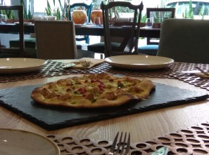 PIZZA LOVERS? BOOK YOUR TABLE